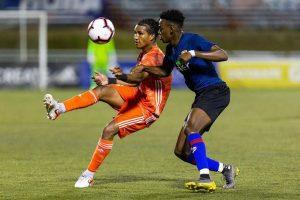 """Ismael Díaz """"Pinta"""" en acción con Cibao FC en la Liga Dominicana de Fútbol"""