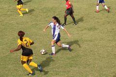 Daphne Heyaime en acción con la Selección Dominicana de Fútbol