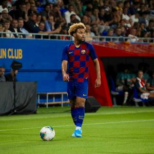 Konrad De la Fuente en acción con el FC Barcelona juvenil en la inaguración del estadio Johan Cruyff