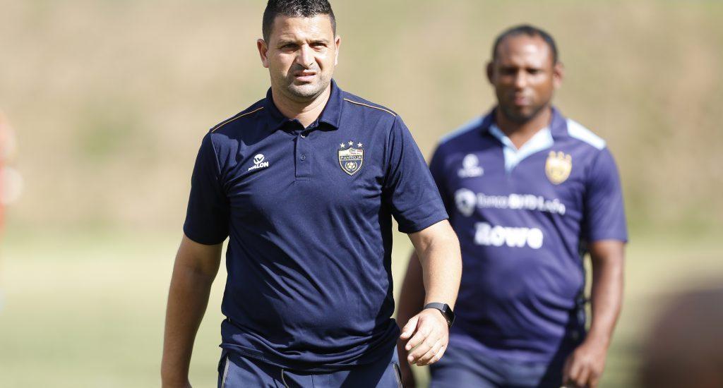 Oliver Mendoza entrenando a Atlético Pantoja
