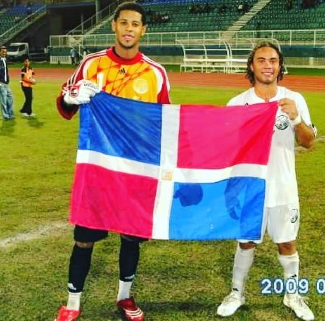 Miguel Lloyd y Jonathan Faña cuando militaban en el club W Connetion de Trinidad y Tobago