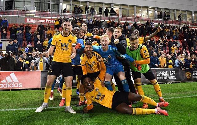 Carlos Heredia y su equipo Wolverhampton Wanderers u23 celebran la victoria