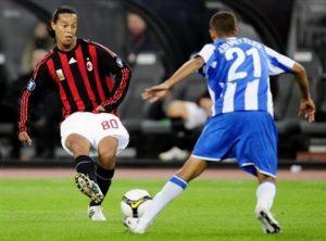Heinz Barmettler marcando a Ronaldinho