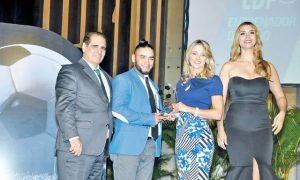 Edward Acevedo recibe el premio de Dirigente del Año (2009)