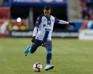 Ernesto Chet Trinidad en acción con Atlético Pantoja