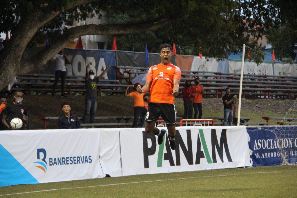 Jose-Jaquez-celebra-el-gol-que-clasifico-a-Cibao-a-semifinales