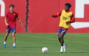 Frank Angong entrenando con el equipo B del FC Barcelona