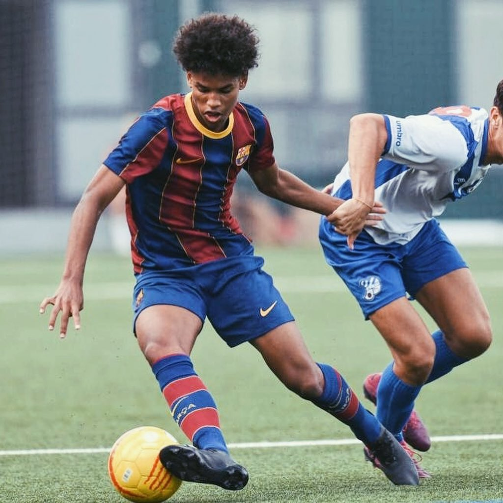 Jorge Javier Espinal en acción con el Barça juvenil en 2020