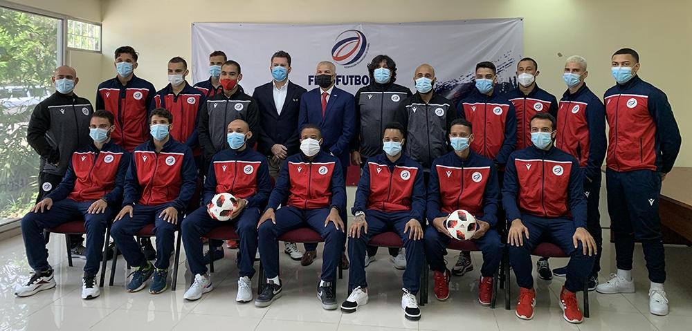 Selección dominicana de fútbol sala junto a los directivos de Fedofútbol